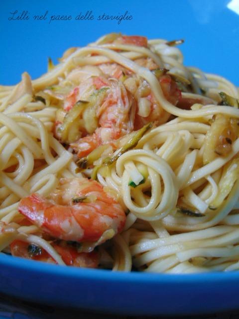 noodles gamberi zucchine anacardi