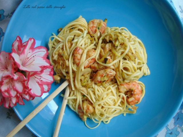 noodles gamberi anacardi zucchine