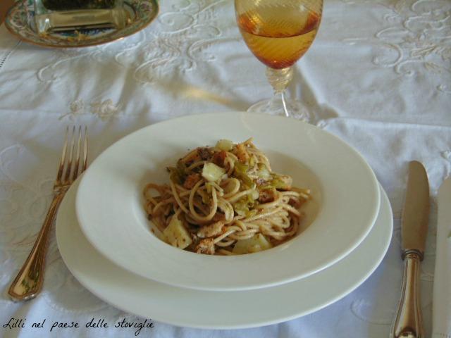 pesto, spaghetti, acciughe, patate, fagiolini, primo piatto