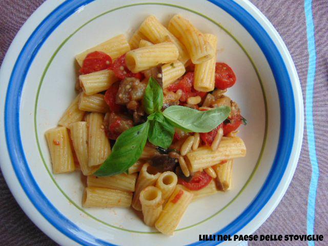 pinoli tostati, datterini, melanzane, pasta, primi