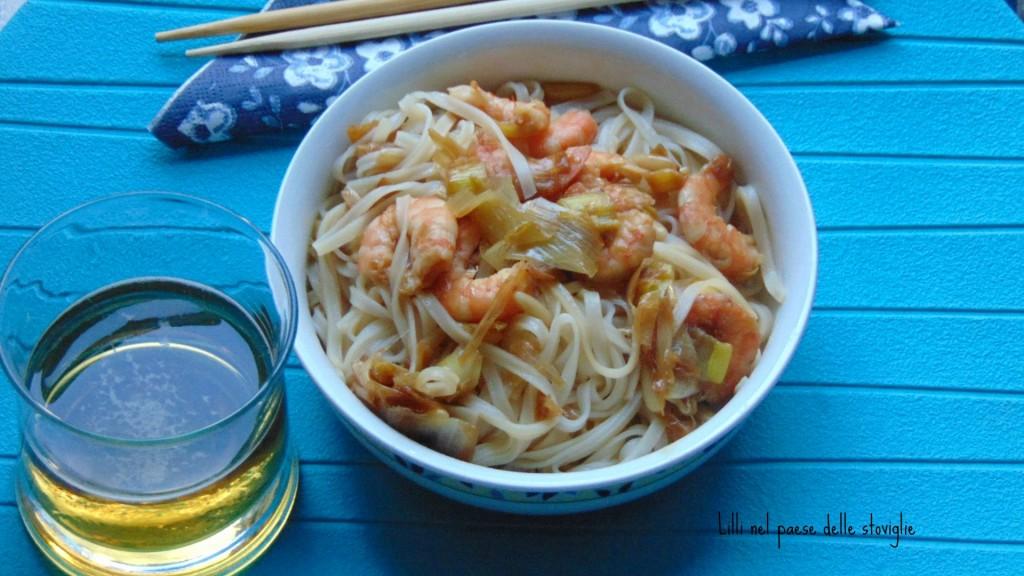 noodles, mazzancolle, porri, primo, oriente, pinoli