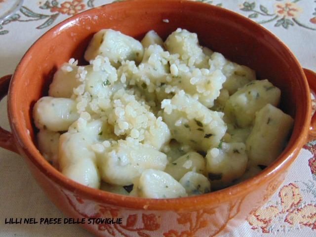 gnocchi, patate, aglio orsino, erbe, primi