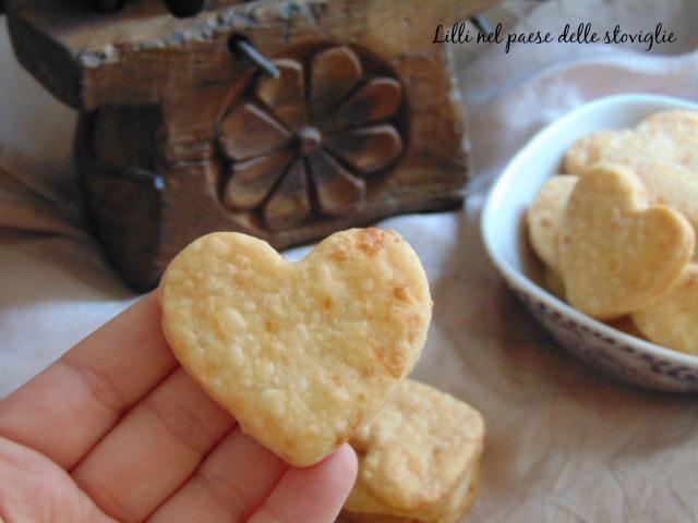 biscotti all'asiago, antipasto, finger food, aperitivo, formaggio