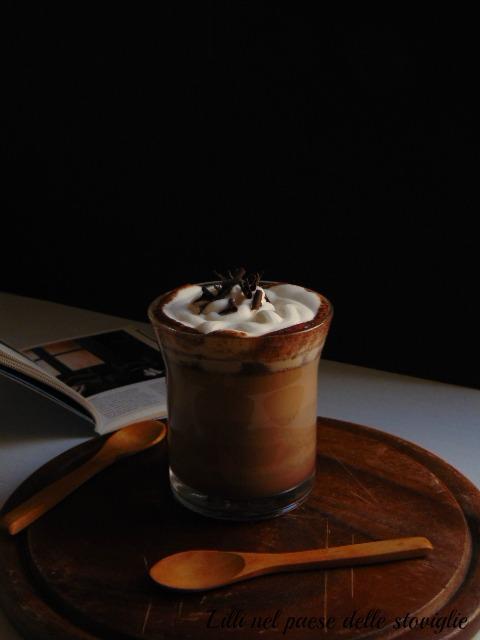 caffè, cioccolato, caramello, panna montata, bevande