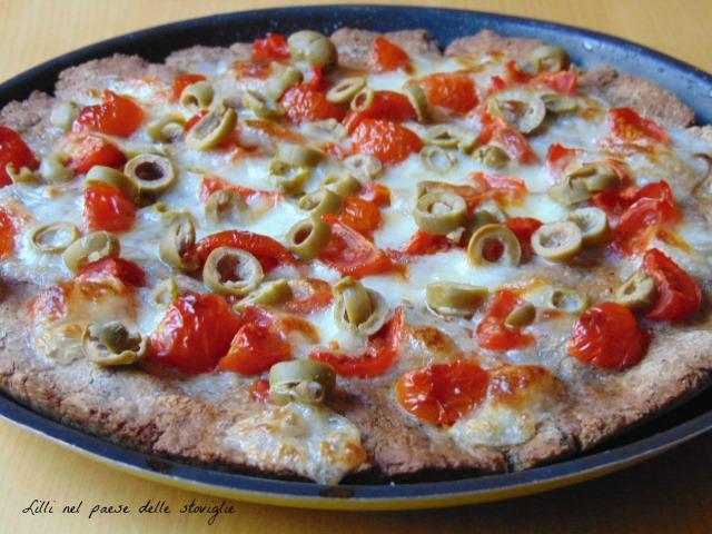 focaccia, pomodori,pachino, grano saraceno, olive, mozzarella, lievitati