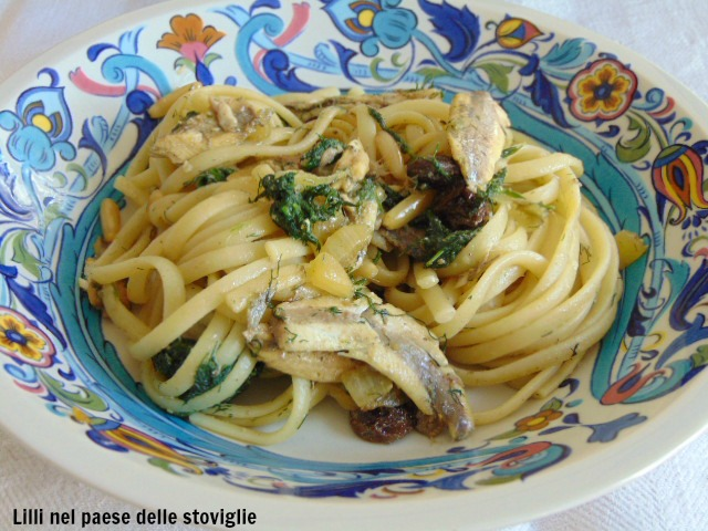 pasta, primi, uvetta, pinoli, pesce, acciughe, finocchietto, erbe, regionale