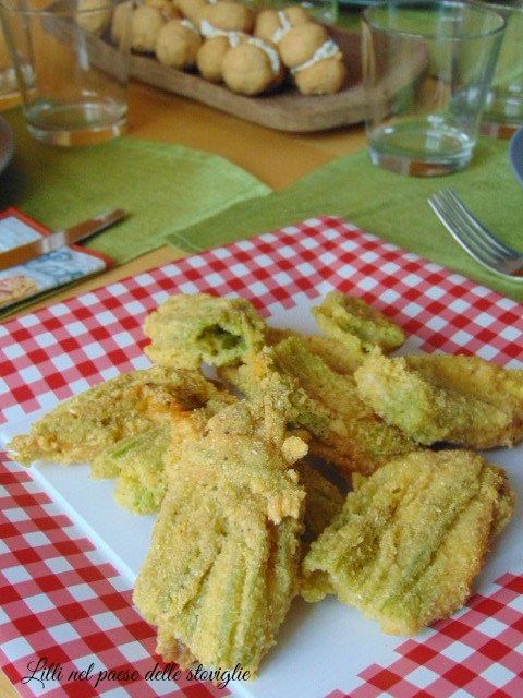 fiori di zucca, fritto, verdure, mozzarella, acciughe, finger food, aperitivo, antipasto