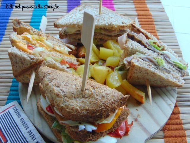 dal mondo, pane, panini, sandwich, verdure, peperoni, melanzane, uova, tacchino, patate