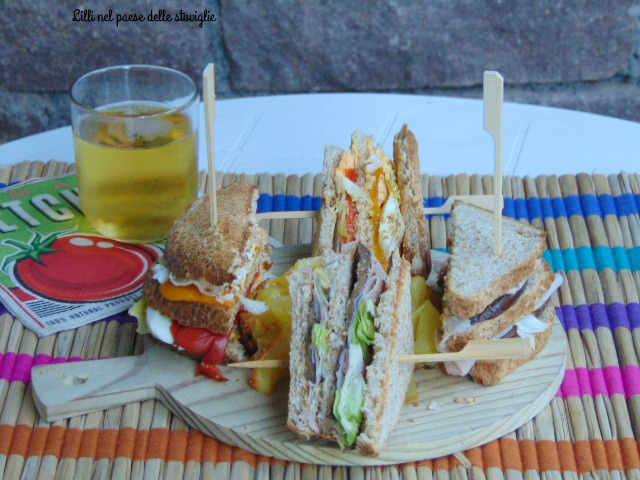club sandwich, peperoni, melanzane, tacchino, uova, verdure, patate, dal mondo