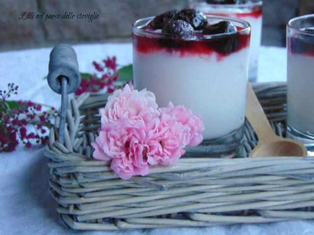 crema, frutta secca, mandorle, amarene, senza lattosio, dolci al cucchiaio