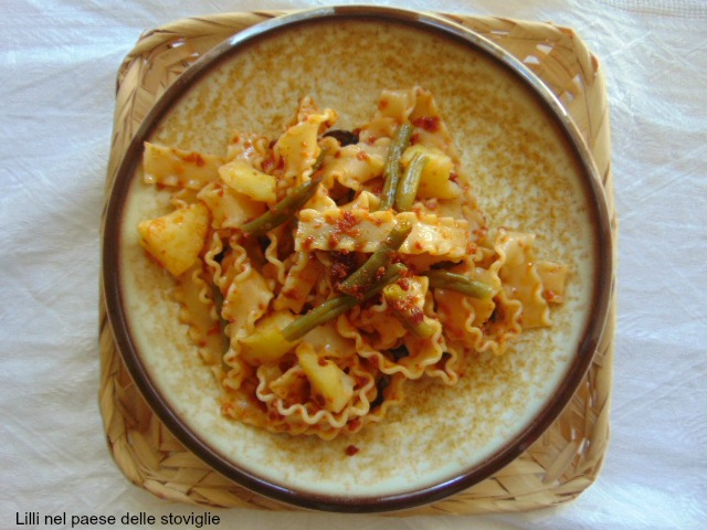 mafaldine, pasta, primi, pesto rosso, fagiolini, verdure, patate