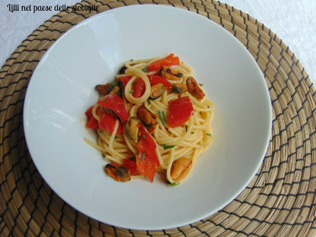 spaghetti, primi, pasta, verdure, peperoni, cozze, pesce