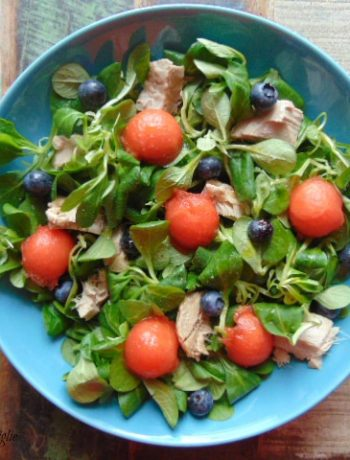 valeriana, insalata, anguria, mirtilli, frutta, pesce, tonno