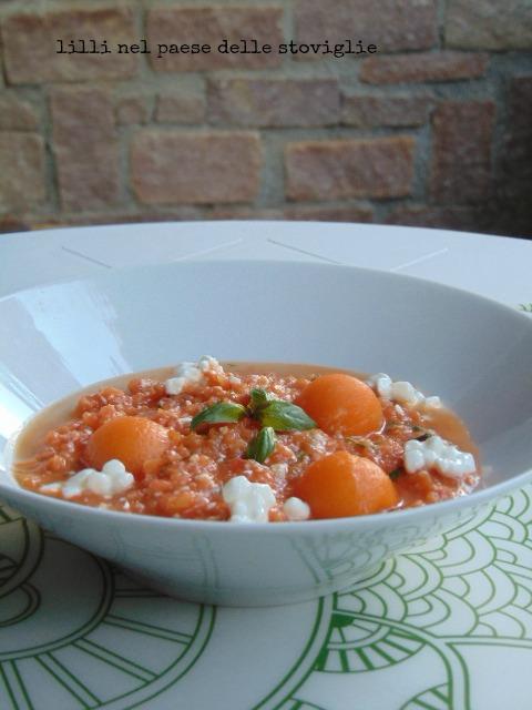 zuppa, primi, pomodori, verdure, melone, frutta, formaggio, fiocchi di latte