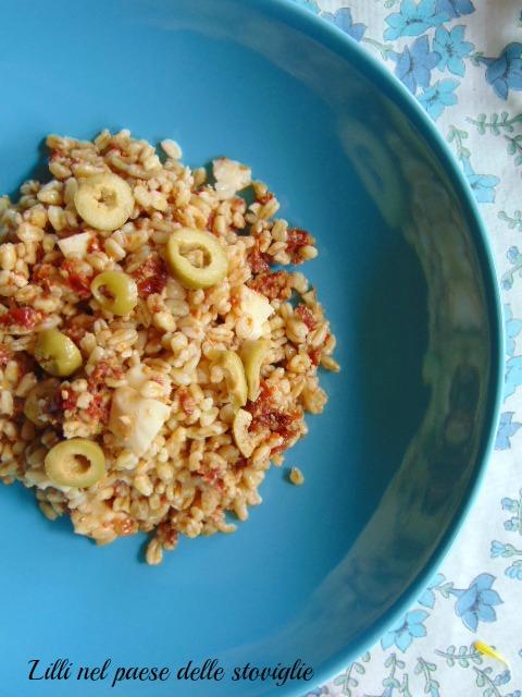 grano saraceno, cereali, olive, acciughe, pomodori secchi, pesce, insalata, primi