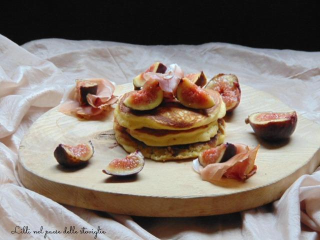 fichi, frutta, salumi, speck, colazione salata, pancake, dal mondo