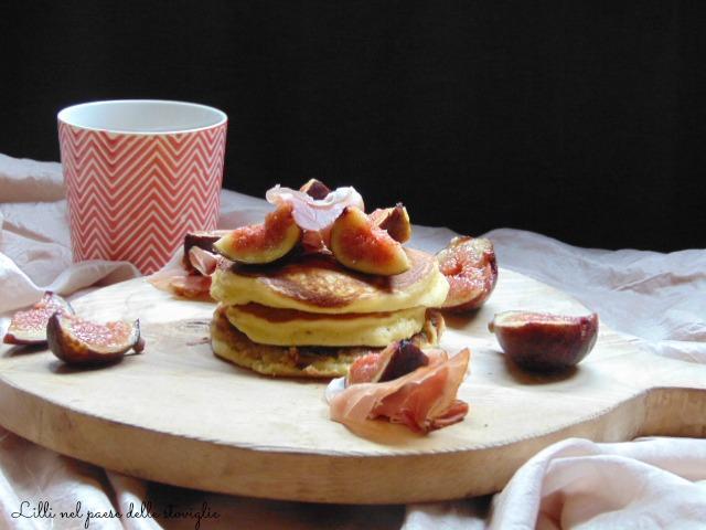 fichi, frutta, pancake, colazione salata, salumi, speck, dal mondo