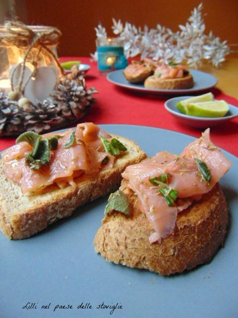 crostini, pane, lievitati, salmone, pesce, erbe, antipasti, finger food