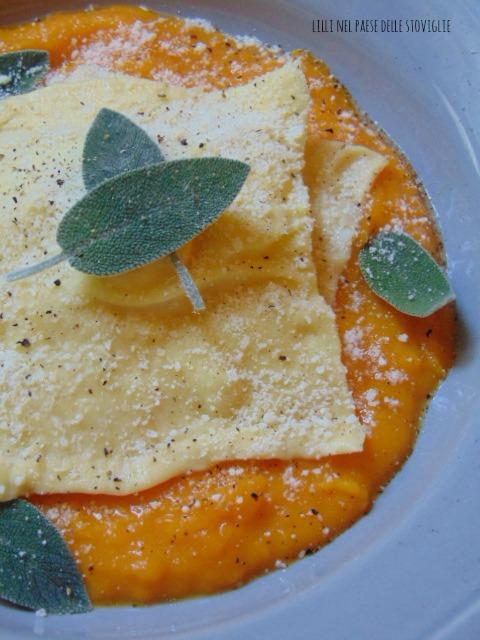 ravioli, pasta fresca, parmigiano, formaggio, zucca, verdure, arancia, frutta