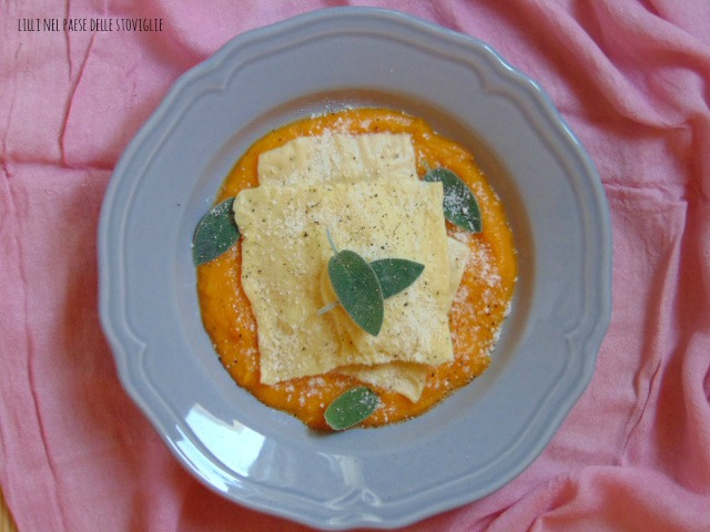 ravioli, pasta fresca, primi, zucca, verdure, formaggio, parmigiano, arancia, frutta