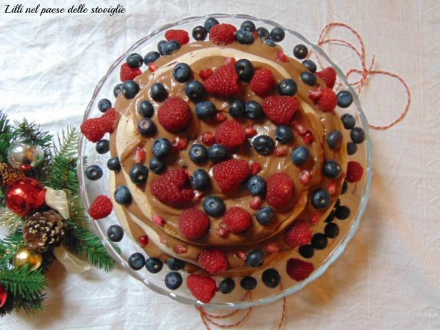 pavlova, frutti rossi, frutti di bosco, melograno, meringa, cioccolato, dolci, dolci al cucchiaio, crema pasticcera