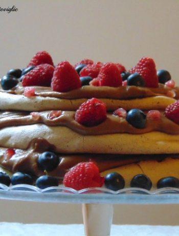 pavlova, dolci al cucchiaio, dolci, cioccolato, dal mondo, crema pasticcera, frutti rossi, frutti di bosco, melograno
