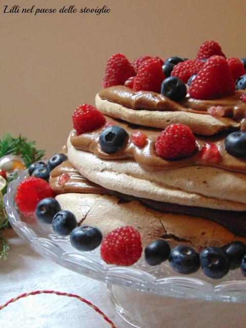 pavlova, frutto di bosco, frutti rossi, melograno, cioccolato, dal mondo, dolci al cucchiaio, meringa, crema pasticcera