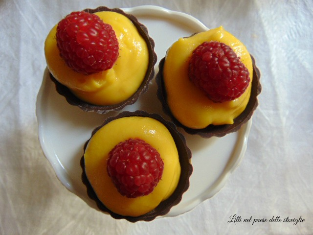 pasticcini, crema, cioccolato, piccola pasticceria, dolci, frutta