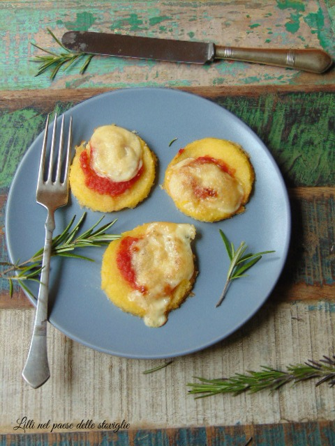 pizzette, polenta, finger food, antipasto, pomodoro, fontina