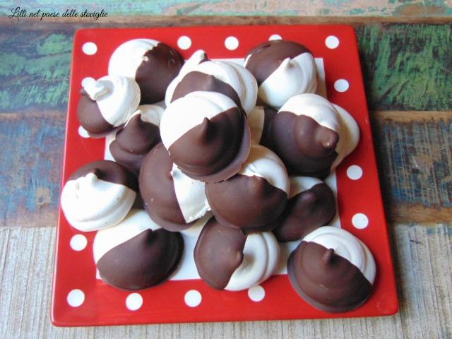 meringhe, uova, piccola pasticceria, dolci, colazione, merenda, cioccolato