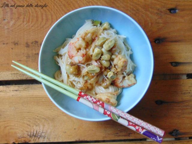 noodles, dal mondo,fave, legumi, verdure, cipollotti, gamberi, pesce, primi