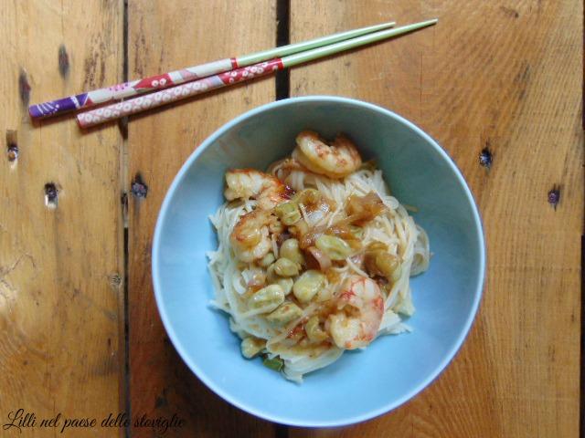 noodles, primi, dal mondo, gamberi, pesce, verdure, cipollotto, fave, legumi