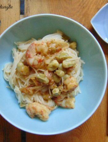 noodles, primi, dal mondo, gamberi, pesce, fave, legumi, verdure, cipollotto