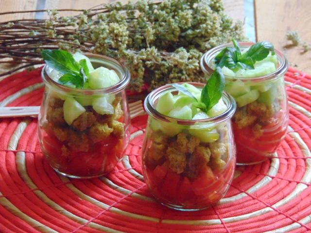 panzanella, verdure, pomodori, cetrioli, toscana, regionale, erbe