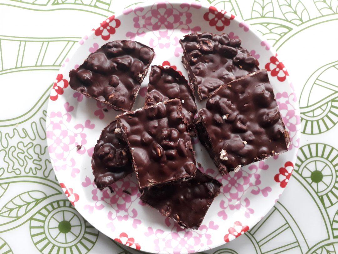 quadrotti, nocciole, frutta secca, cioccolato, merenda, colazione,