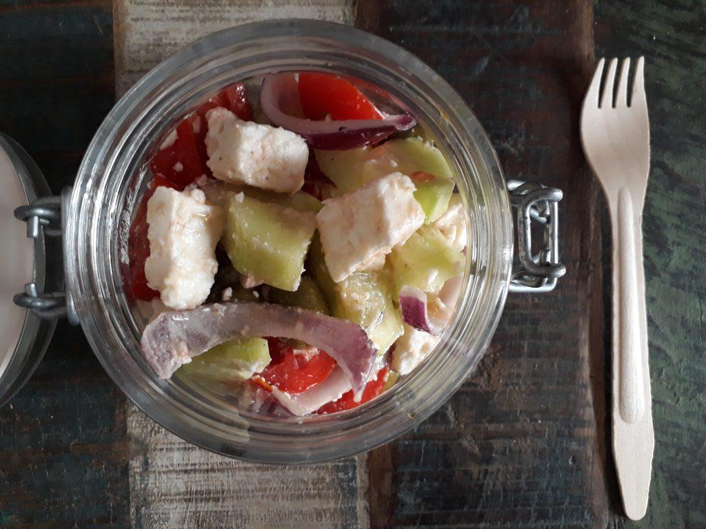 insalata greca, verdure, olive, feta, dal mondo