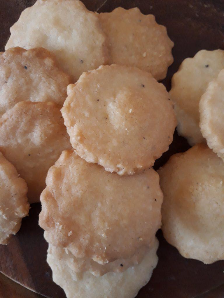 biscotti con cacio e pepe