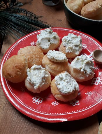 bocconcini di sfoglia con formaggio e noci