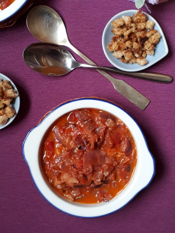 zuppa di cipolle e pomodoro umbra