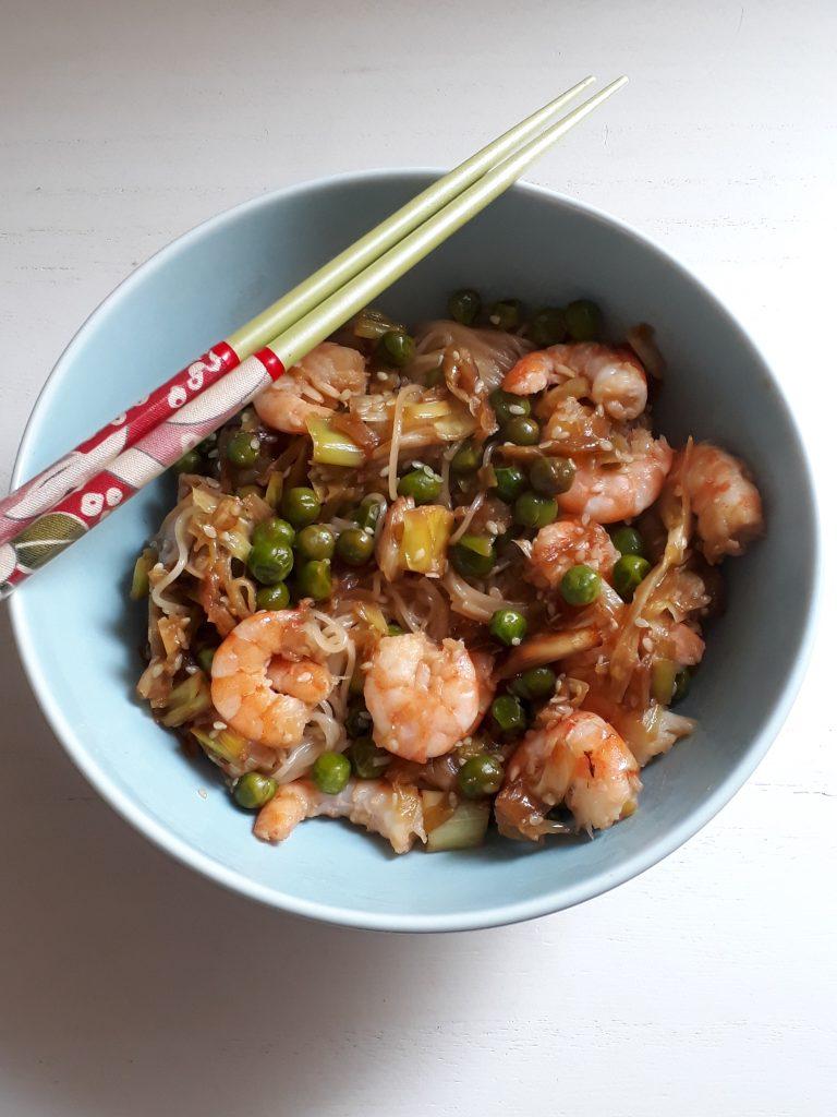 noodles speziati con gamberi e verdure