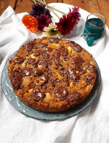 torta di pane con frutta amaretti e cioccolato