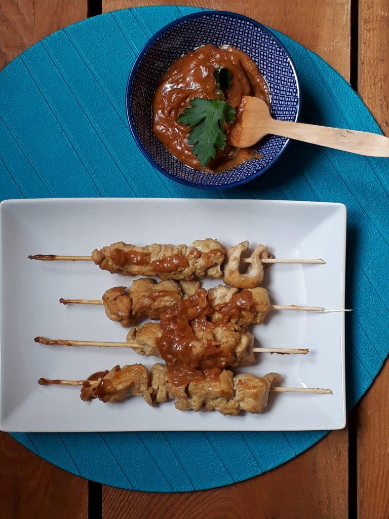 satay di pollo con salsa alle arachidi