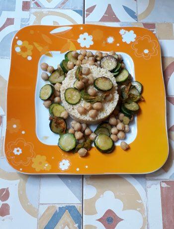 cous cous con zucchine fiori di zucca e ceci