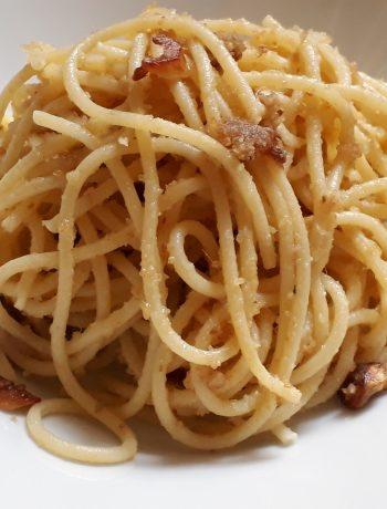 spaghetti olio aglio peperoncino pane acciughe