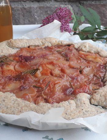 galette con albicocche pesche e rosmarino