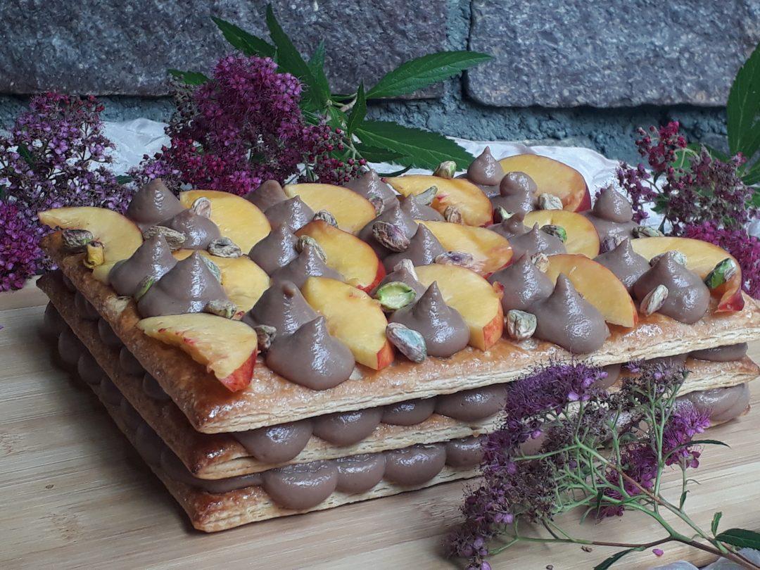 millefoglie con crema pistacchi e pesche