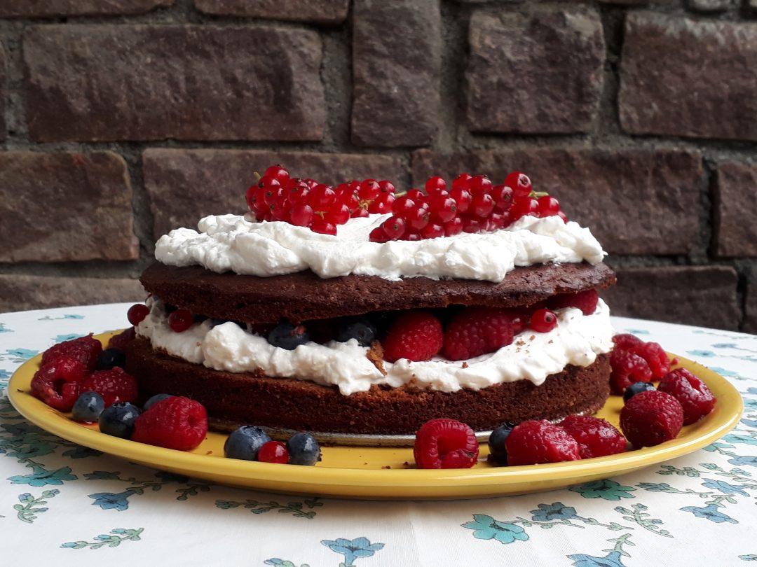 torta al grano saraceno frutti di bosco con panna