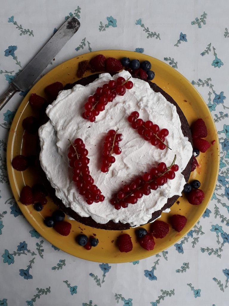 torta al grano saraceno panna e frutti di bosco