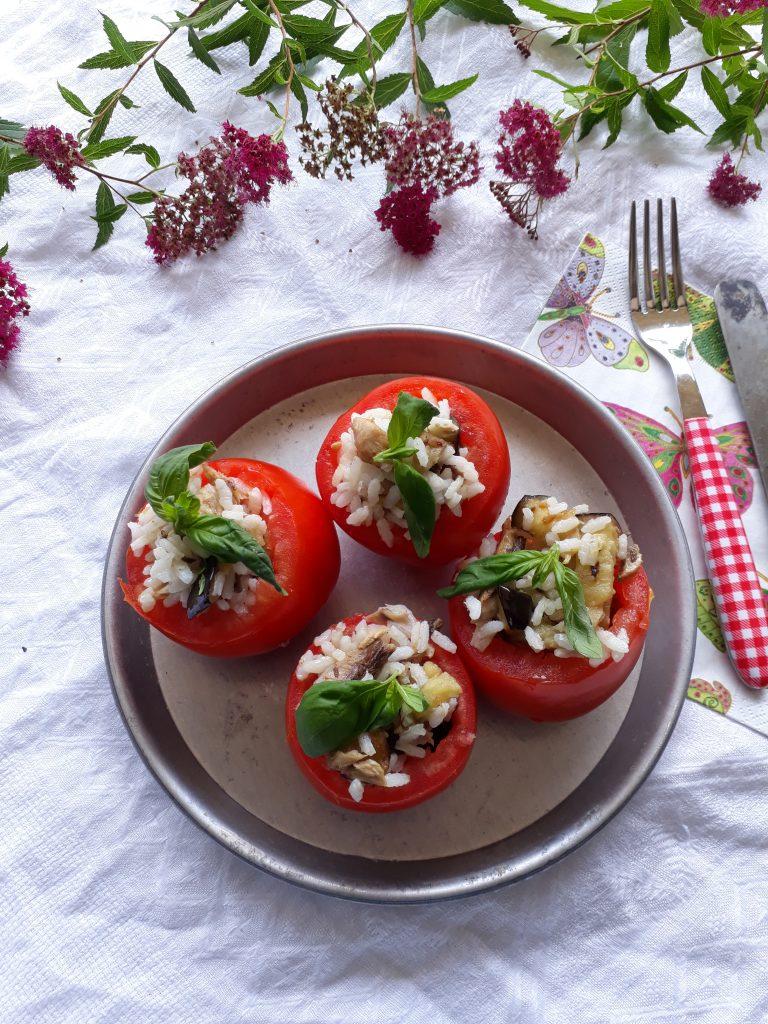 pomodori con riso sgombro e melanzane