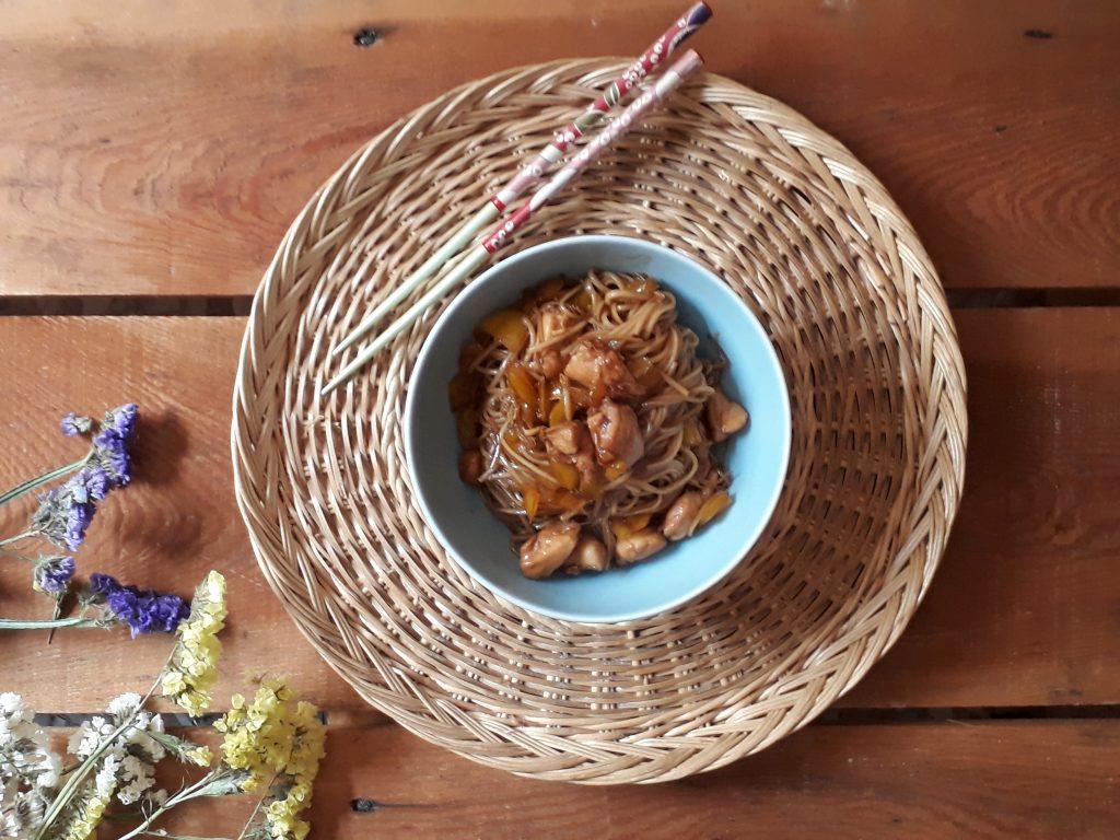 noodles con pollo e peperoni